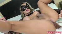 5d8c64381b798-masked-ts-juliana-leal-puts-on-a-hot-show-and-fucks-herself-with-high-heels_11