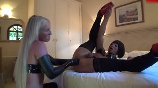German fisting porn with latex
