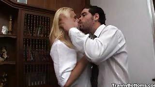 L'avvocato scopa con la trans Samara Lauys!